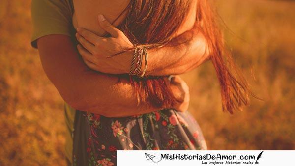 historia de amor de reencuentro pareja se abraza